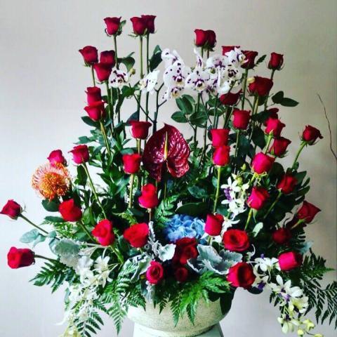 Arreglo Floral Con 50 Rosas Y 3 Orquídeas
