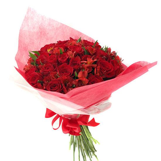 Ramo con 24 Rosas con Astromelias Rojas