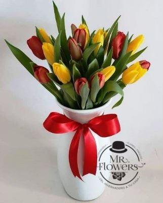 JArrón de cerámica con 20 tulipanes